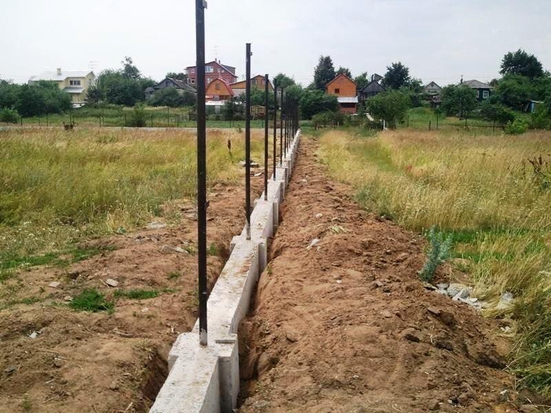 Установка фундамента под забор в Химках